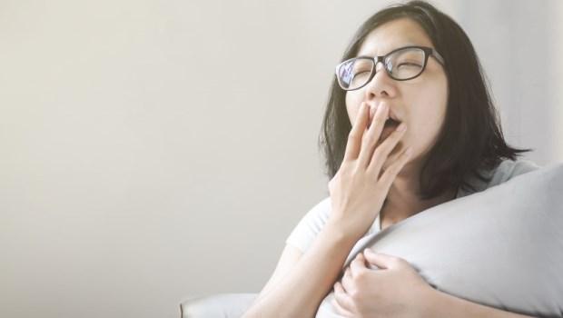 明明睡前沒症狀,一覺醒來卻開始喉嚨痛?專家教你睡前4方法:拒絕感冒找上門