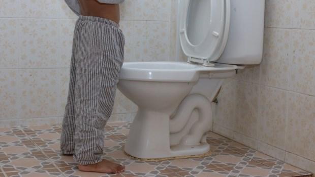 淺眠、易摔...半夜老是爬起來上廁所,死亡風險比較高!泌尿科醫師教你5招改善頻尿