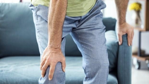 連坐矮板凳,都會傷膝蓋!骨科醫學教授推薦2類運動一起做,養出長壽膝