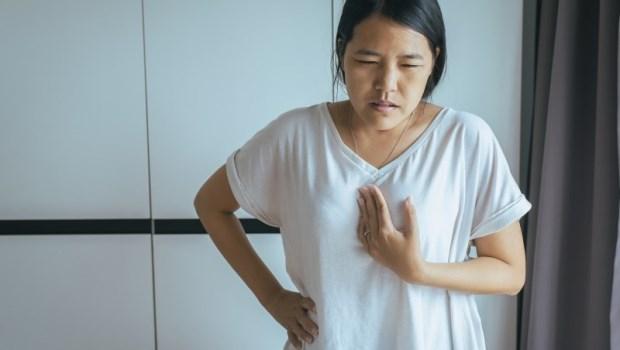 檳榔、喝酒、高溫食物...都是危險因子!肝膽腸胃科醫師:食道癌常見4症狀