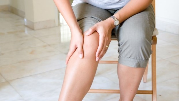 大腿沒力,難怪膝蓋那麼費力!日本人氣整體師:2動作練大腿肌,改善膝蓋痛