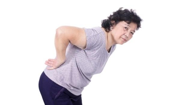 有些腰痛,只看骨科是不會好的!日本名醫教你6點檢視:慢性腰痛的「真相」