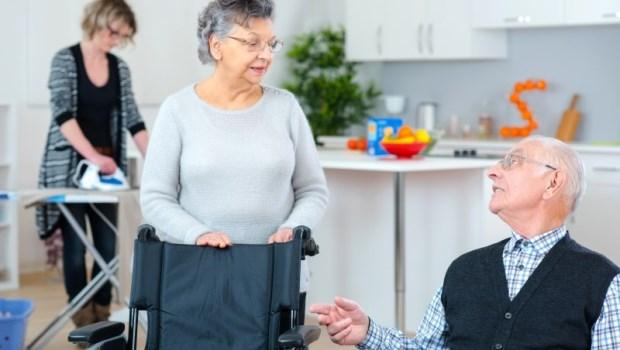 沒有看護、外傭或家屬陪床...台灣護理師在澳洲看到:「老人照顧老人」是最美麗的風景