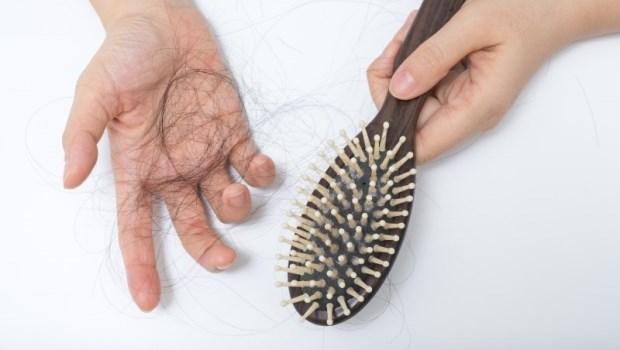 出現這5個現象,就是要掉髮的前奏!每天5分鐘,皮膚科醫師的「頭皮回春按摩術」