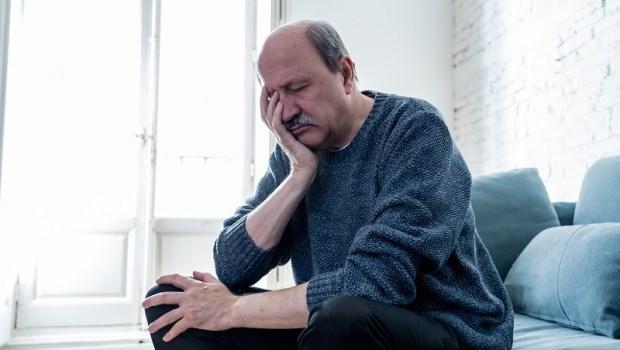 衝動、拒溝通…爸媽不是「老番顛」,是腦退化了!日本老化醫學專家:一天10分鐘「腦體操」防失智