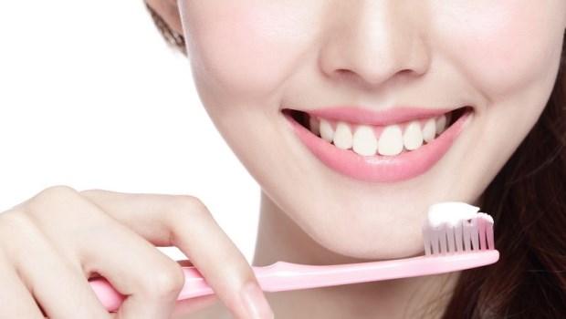牙周病就是慢性發炎的徵兆!日本醫師公開:刷牙時多做一件事,打造強韌牙齦,細菌不入侵