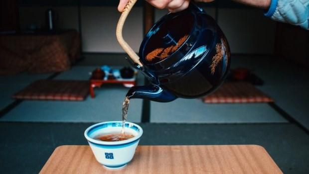 上午喝綠茶、下午喝烏龍茶...國寶級百歲中醫師的養生術:一天3杯茶