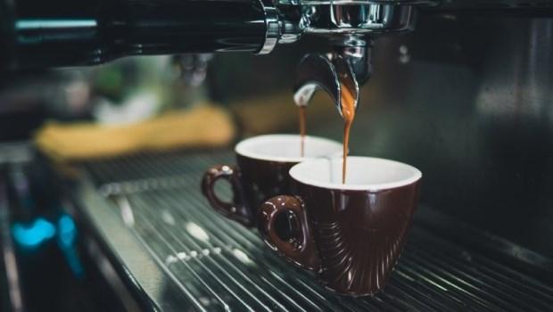保護血管、刺激淚腺...咖啡是乾眼族救星!醫師提醒:每天喝超過●杯反而傷眼