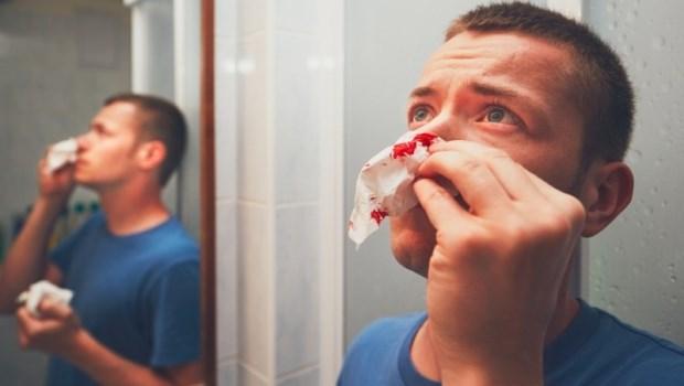 他20歲不菸不酒,流鼻血一查竟是鼻咽癌...醫師警告:養出癌症的1個關鍵