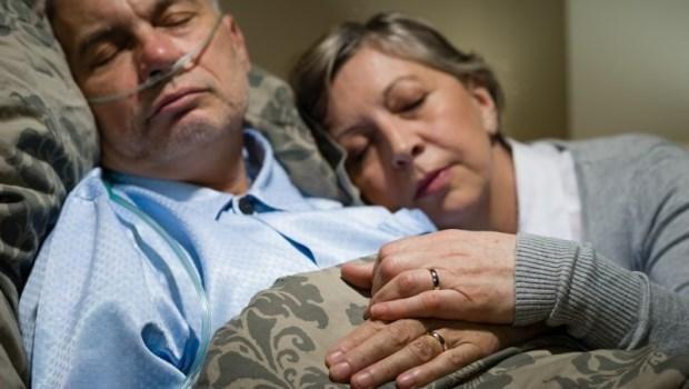 前夫放療後骨瘦如柴,她仍選擇再嫁一次...醫師在安寧病房見證的一場婚禮