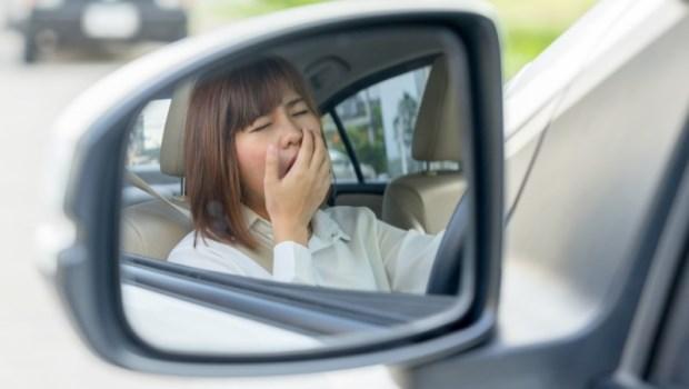 想睡、視力模糊...暈車貼片有副作用!貼了別開車,藥師:這3種人也不要用