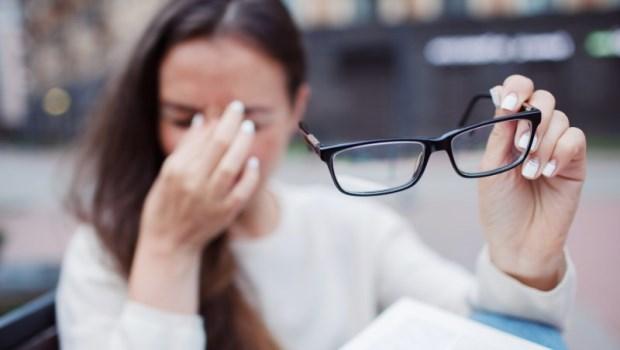 頭痛、眼脹...害你慢慢失明卻不自知!醫師警告:有這些青光眼病兆,要趕快就醫