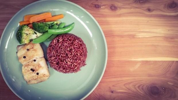 每餐吃糙米、鮮魚,竟然胖10公斤!醫師親身示範「限醣飲食」,1週瘦3公斤
