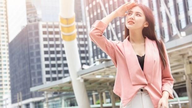 比防曬乳厲害的「遮蔽防曬」,哪種衣物最有效?皮膚科主任教你注意2關鍵