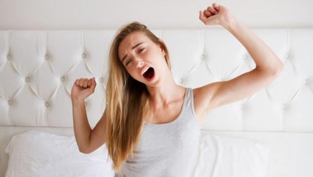 起床後手指僵硬、拳頭握不緊...當心是類風溼性關節炎!早上會出現的健康警訊