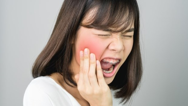 智齒沒冒出牙齦可以不拔嗎?智齒蛀牙能用根管治療不拔嗎?牙醫解惑智齒10問