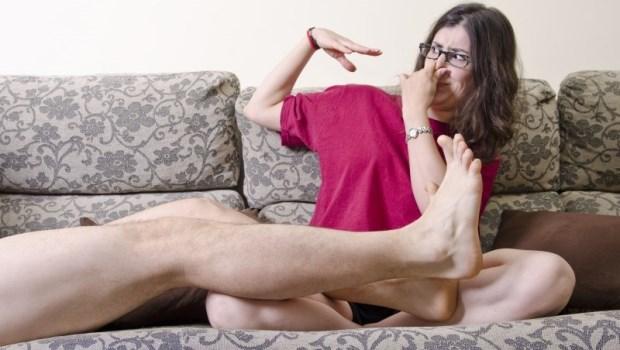 腳臭要注意!「襪子黏腳上」不一定是腳汗害的...醫師:3個症狀判斷細菌感染