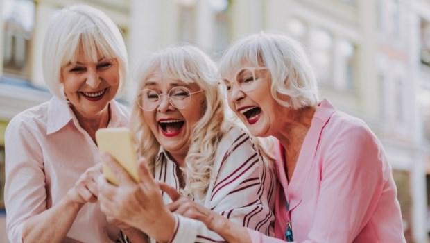 除了運動、飲食外,大笑也可預防失智!40歲開始結交走一輩子的朋友