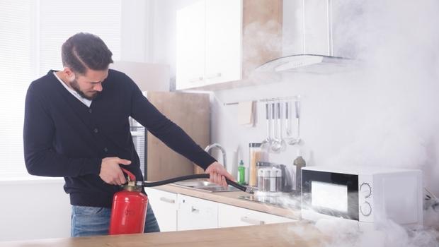 滅火比你想的難又危險!你知道家裡發生火災,什麼情況下能嘗試自己滅火嗎?