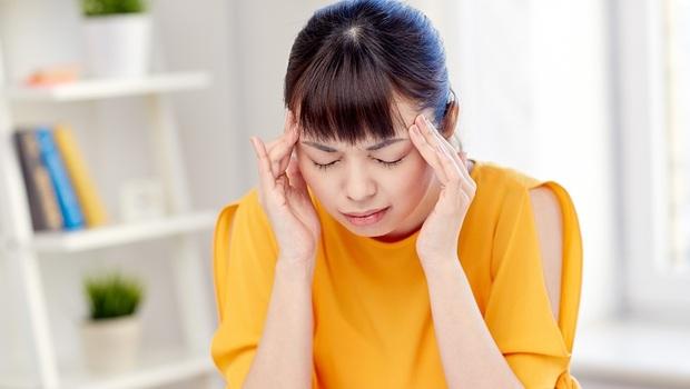 像有人拿釘子敲、眼睛紅腫...腦中可能有腫瘤!9種頭痛,哪些該去看醫生?