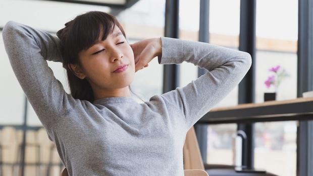 過度運動反加速身體老化!背脊伸展、大步快走...日本抗老醫師:4方法增肌減脂