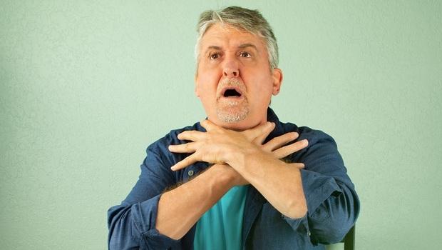 預防肺炎,從改善「吞嚥」開始!讓爸媽老了安心用餐,專家教你「點頭吃飯」