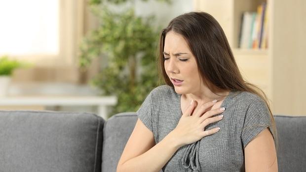 空汙嚴重,讓她氣喘發作送急診!胸腔重症醫師建議:發作時該做的第一件事