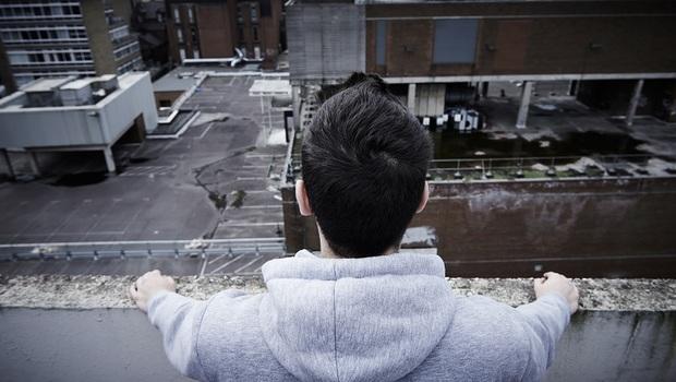 「今生不再相欠,來生不要再見!」兒子被逼到跳樓,留給父母的最後一句話
