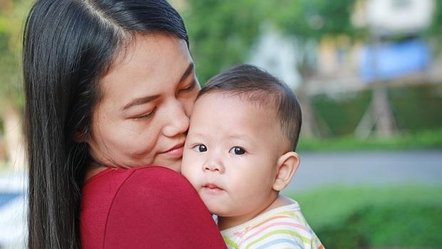 黃斑病變不只老人有,寶寶也可能得!眼科醫師:檢查眼睛2歲半是關鍵