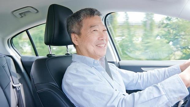台灣70歲以上爺奶肇事率最高!看東京如何用一招,降低銀髮司機誤踩油門機率