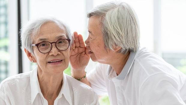 老年人聽力不好,6年內恐引發失智!醫師:聽這種音樂,反而可預防聽力損失