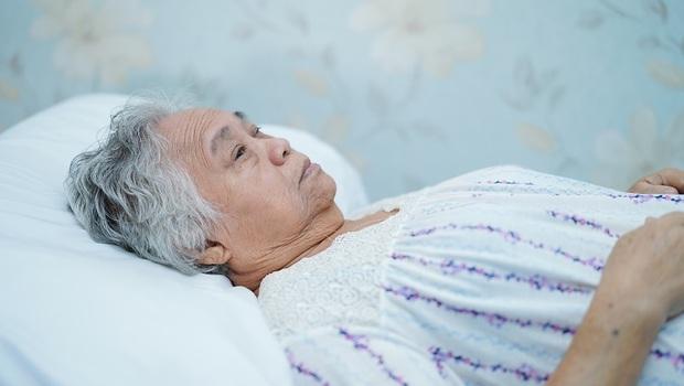 家中有老人要注意!「譫妄」發作後一年死亡率達1/3,台大院長:可能是這些重大疾病徵兆