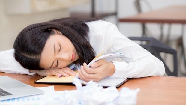 怎麼睡都睡不飽、不管做什麼都好累?醫師:當心已經得了「慢性疲勞症候群」