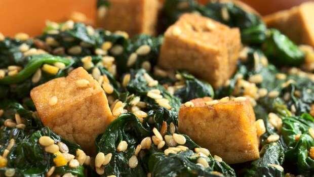 80%成人鈣吃不夠!小心造成腎結石...營養師:「菠菜+豆腐」才能預防腎結石