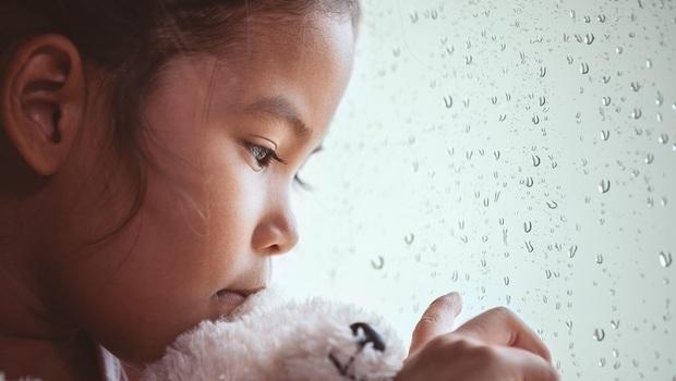 「老師,我接到媽媽電話了,她這麼多年來第一次打給我...」為何孩子卻崩潰大哭?