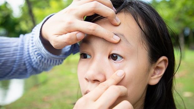 台灣24歲女流出「鐵鑽石」淚,視力變0.4!醫師揭原因:恐是因為三餐這樣吃
