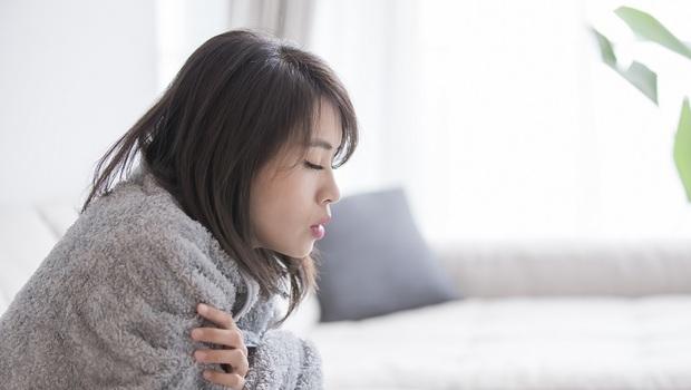 你是「頭寒足熱」還是「頭熱足寒」?日本醫療專家:如果是這樣,身體恐有9個毛病