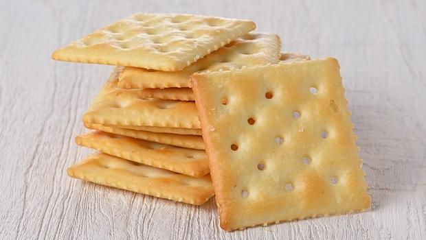 麥片、蘇打餅乾...你以為健康的「這些食物」,竟是血壓飆高兇手!為什麼?6類飲食地雷要避免