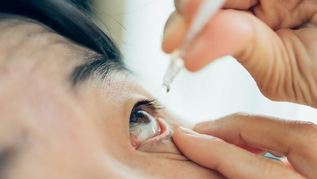 眼藥水滴眼球上竟是錯的!導致損傷和發炎...藥師公開5大NG使用方法