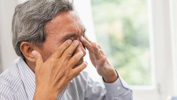 近視和老花,眼鏡行都告訴你度數要配到好⋯眼科醫師:其實一個要配足,另一個不要!