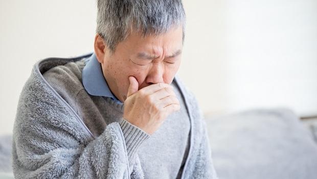 粉紅色的痰、雙腳水腫,竟恐都是「心臟衰竭」症狀!醫師警告:藏在生活中的11個徵兆