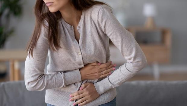 上班族小心!肚子痛、狂跑廁所...別以為只是胃不好,其實肝恐已出問題!醫師:3症狀判斷腸道健康