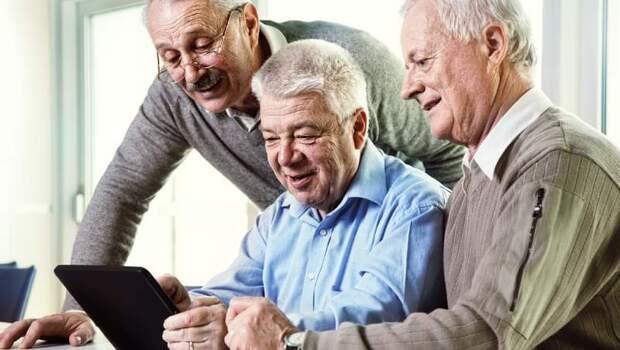87歲失智阿公竟會用電腦教醫生算命...你想像不到的「這種」長照方式,讓老年人回到原本生活
