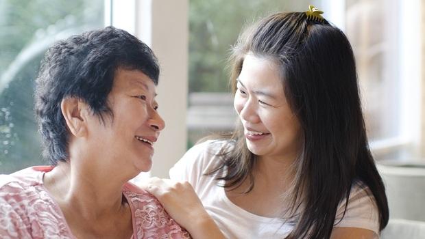 公公失智、媽媽胃癌...丁菱娟:延長壽命卻活得像植物人...比活得久還重要的,是讓爸媽「有期待」