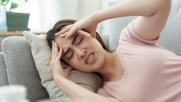 這樣「喝水」竟能10秒解頭痛!美國外科教授:5招「飲食減痛法」改善你治不好的頭痛