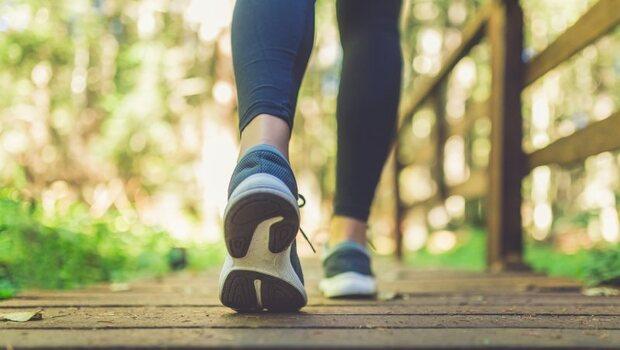 吃菜、益生菌...都還是便秘?專家告訴你:試試「這5種運動」叫醒腸胃,降低尿失禁還助便!