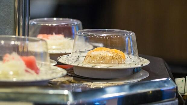 壽司郎、藏壽司、HAMA...台灣有的壽司店,日本人最愛哪家?轉多久會丟掉、哪些熱量最低...關於壽司的5大冷知識一次告訴你