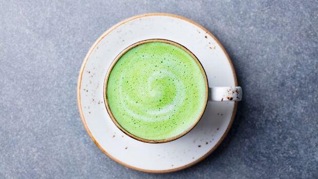 「綠拿鐵」不只助減肥,一天3杯還可抗「乳癌」!腫瘤科醫師教妳「抗癌5吃法」,加薑、黑豆更有效