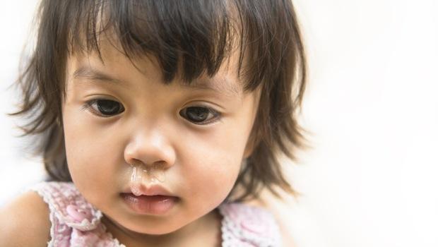 鼻水倒流、濃鼻涕...是感冒還是「鼻竇炎」?1關鍵教你判斷!除了吃藥,你還能做這5件事改善