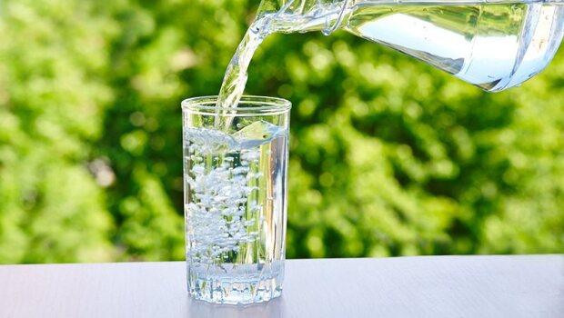 「每天8杯水」其實是迷思!小心傷脾又變胖...中醫師親揭真相:其實這樣喝才對